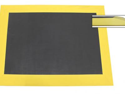 Ergomat-bubble-down-avec-biseaux-jaunes-tapis